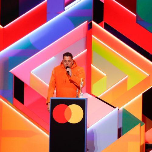 """Per """"Brit Awards"""" ceremoniją už """"Metų albumą"""" pagerbta Dua Lipa  © Scanpix nuotr."""