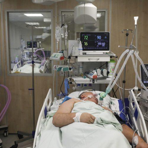 Respublikinės Šiaulių ligoninės medikai gelbėja COVID-19 sergančiųjų gyvybes  © M. Morkevičiaus / ELTOS nuotr.