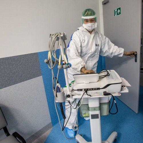 Išskirtiniai vaizdai iš Santaros klinikų: kaip gydomi COVID-19 ligoniai?  © V. Balkūno nuotr.