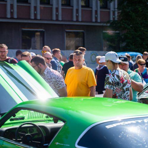 Senovinių automobilių paroda Atgimimo aikštėje
