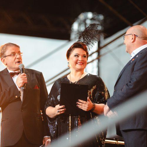 """Liepos 6-ąją Kauną apgaubė """"Tautiška giesmė""""  © Eitvydo Kinaičio, BLC verslo centro, Kauno savivaldybės nuotr."""