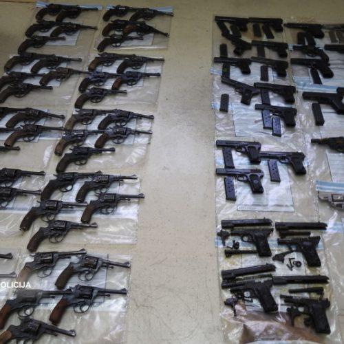Slaptos operacijos metu išimta šimtai nelegalių ir pavojingų šaunamųjų ginklų