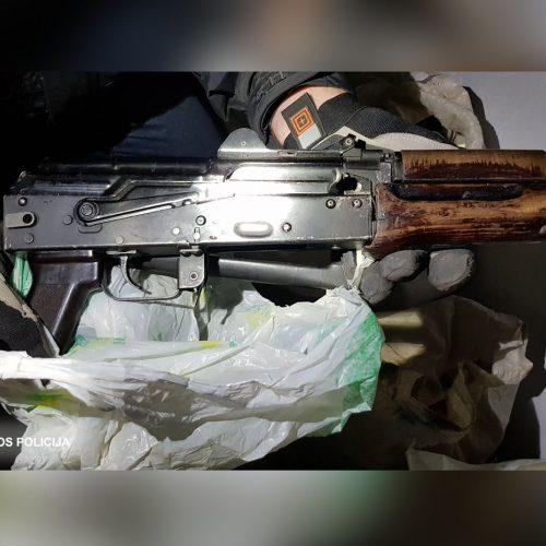 Slaptos operacijos metu išimta šimtai nelegalių ir pavojingų šaunamųjų ginklų  © Lietuvos policijos nuotr.