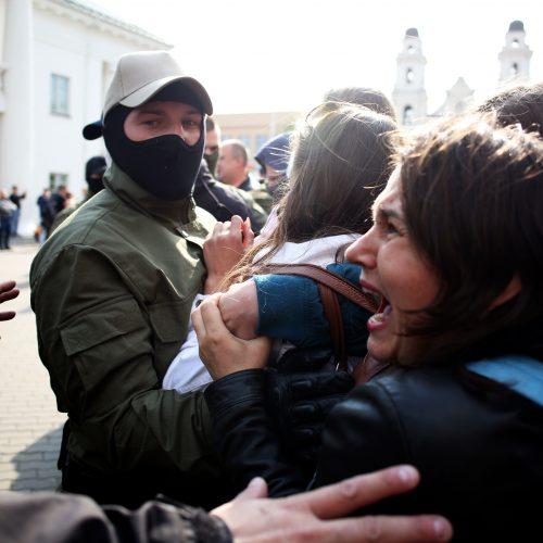 Baltarusijos milicija sulaikė moterų protesto dalyves