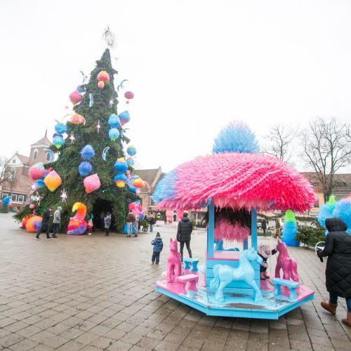 Kauniečiai ir miesto svečiai aplankė kosminę kalėdų eglę  © Vilmanto Raupelio nuotr.