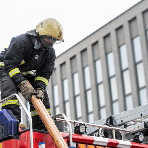 """Kaune degė verslo centro """"Capital"""" pastatas  © Justinos Lasauskaitės nuotr."""