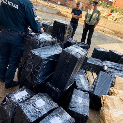 Ugnyje supleškėjo beveik 80 tūkst. pakelių kontrabandinių cigarečių