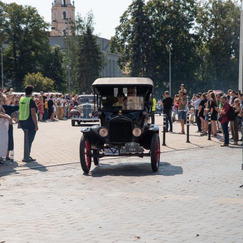 Senovinių automobilių žygis Baltijos keliui paminėti  © Luko Kodžio nuotr.