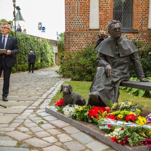 Kaune atidengtas paminklas J. Tumui-Vaižgantui  © Laimio Steponavičiaus nuotr.
