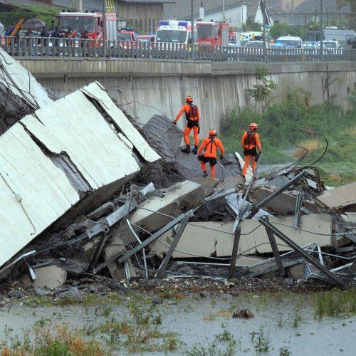 Nugriuvęs viadukas Italijoje  © Scanpix nuotr.