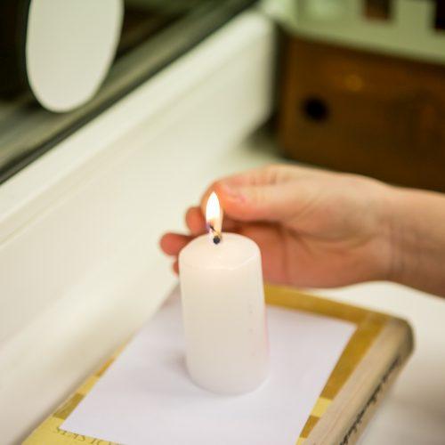 Mokyklose – atminimo žvakelės ir dainos Sausio 13-ajai paminėti