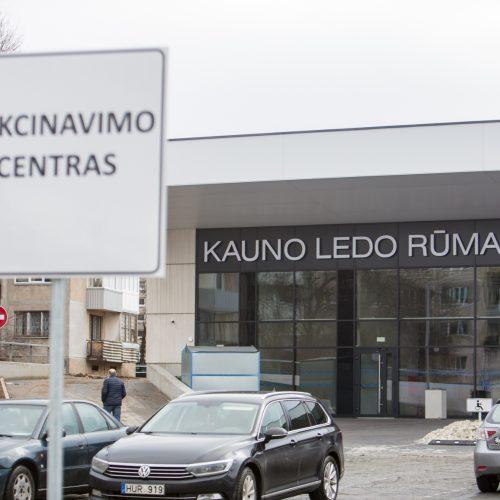 Darbą pradeda didžiausias vakcinavimo centras Lietuvoje – Kauno ledo rūmai  © Vilmanto Raupelio nuotr.
