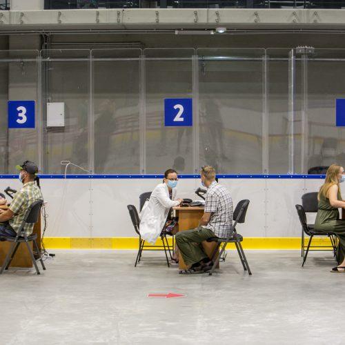 Vakcinavimas Kauno ledo rūmuose  © Vilmanto Raupelio nuotr.