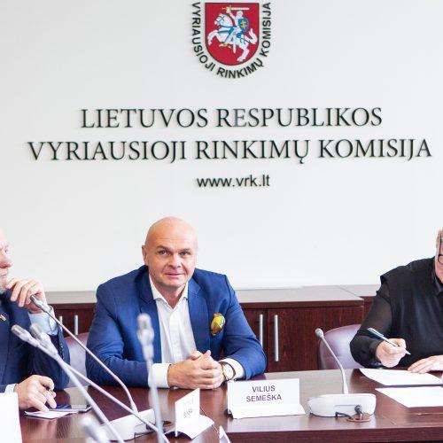 Parašų pristatymas VRK dėl dalyvavimo EP rinkimuose  © P. Peleckio / Fotobanko nuotr.