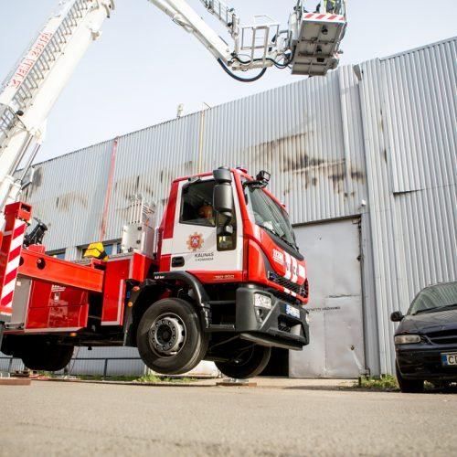 Kaune degė gamybinio pastato siena  © Vilmanto Raupelio nuotr.