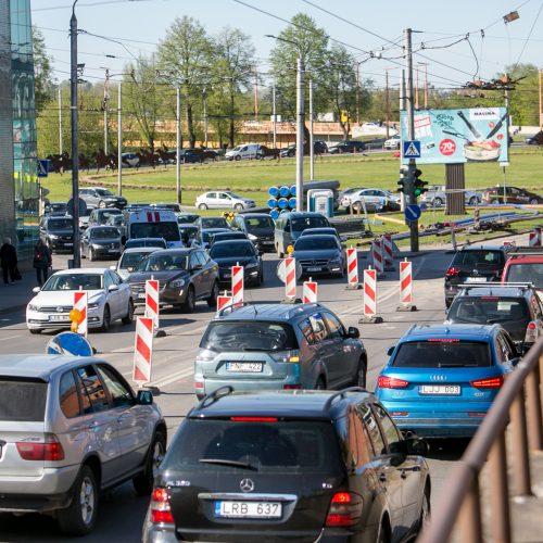 Eismo spūstys prieš Kauno pilies žiedinės sankryžos rekonstrukciją  © Vilmanto Raupelio nuotr.