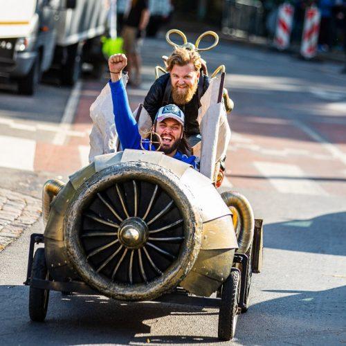 """Pasiruošimas """"Red Bull muilinių lenktynėms""""  © V. Dranginio nuotr."""