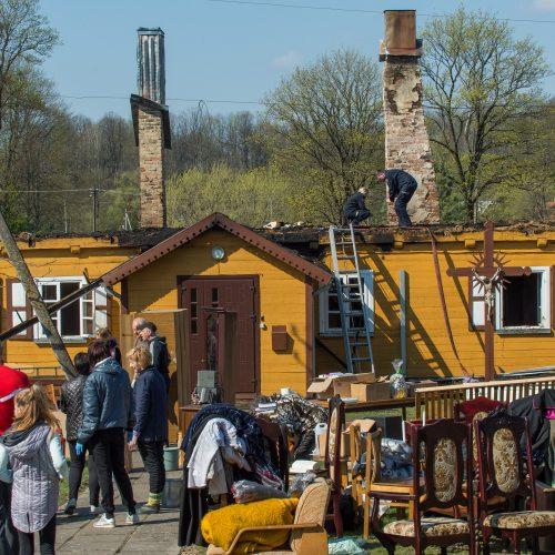 Tauragės rajone sudegė klebonijos pastato stogas  © Butauto Barausko nuotr.