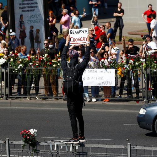 Minske tūkstančiai žmonių atsisveikino su žuvusiu protestuotoju  © Scanpix, ITAR-TASS nuotr.