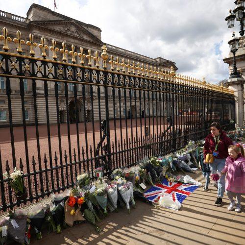 Žmonės gedi princo Philipo  © Scanpix nuotr.