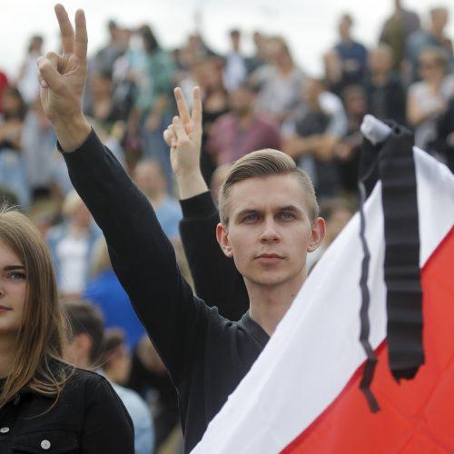 Tūkstančiai protestuotojų Minske ragino A. Lukašenką atsistatydinti  © Scanpix, ITAR-TASS nuotr.