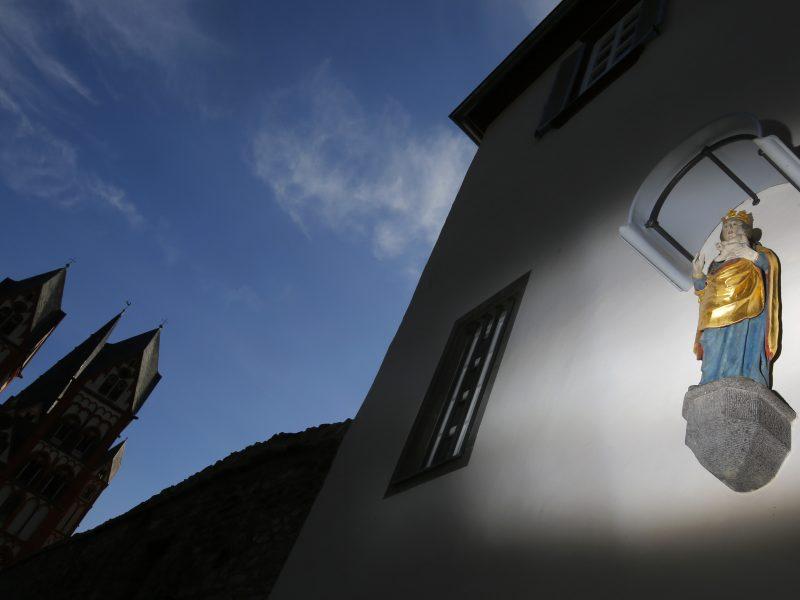 Ispanijoje dėl sprogimo bazilikoje organizavimo suimti du čiliečiai ir viena italė