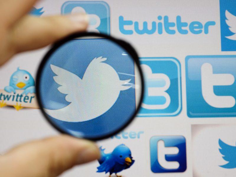 """Rusija ketina toliau lėtinti """"Twitter"""" spartą, įspėja """"Facebook"""" ir """"YouTube"""""""