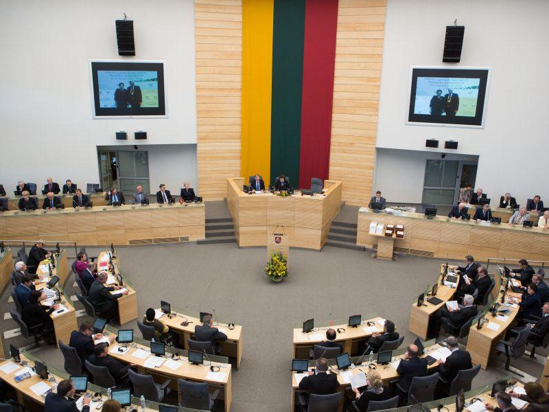 Opozicija inicijuoja neeilinę Seimo sesiją