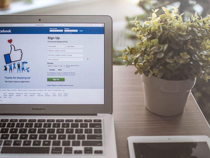 """""""Facebook"""" uždraus melagingas žinutes apie vakcinas nuo COVID-19"""