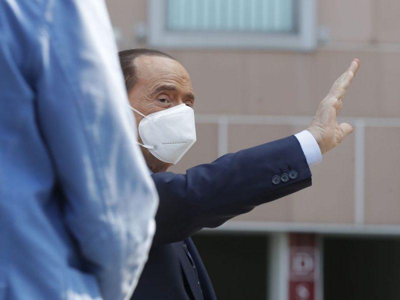 Pablogėjo koronavirusu persirgusio S. Berlusconio būklė