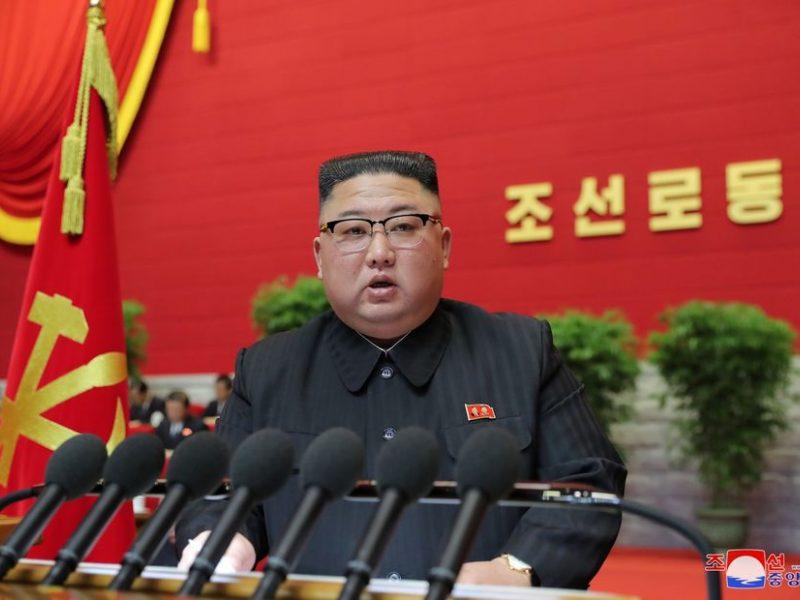 Šiaurės Korėja žada didinti savo branduolinį arsenalą