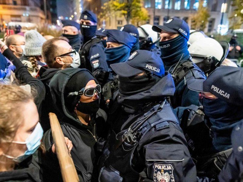 Lenkijoje abortų draudimo priešininkai susirėmė su policija