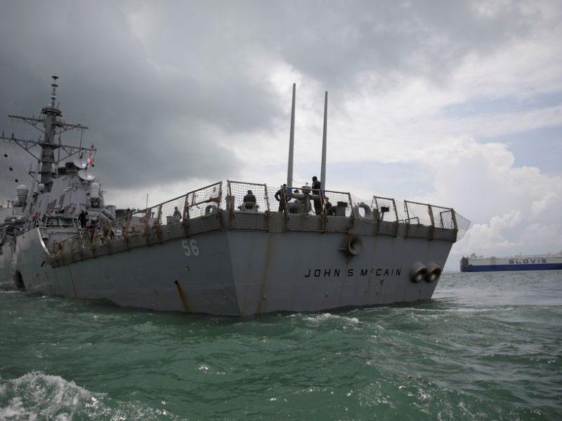 Rusija sako išvijusi JAV karo laivą iš savo vandenų Ramiajame vandenyne