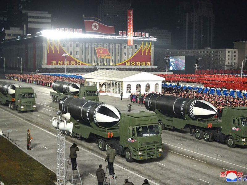 Šiaurės Korėja pademonstravo naują balistinę raketą