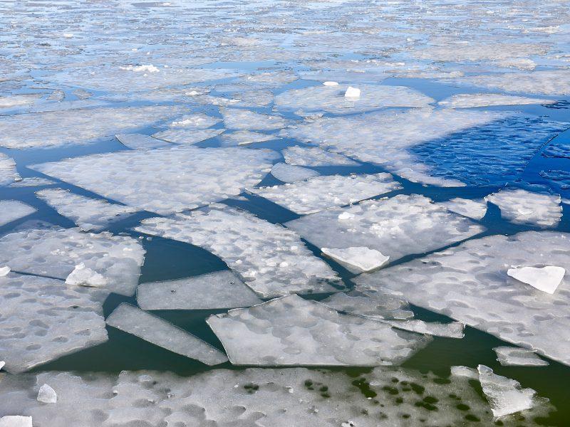 Švedijoje iš užšalusio ežero ištraukti keturių vyrų kūnai