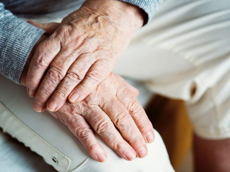 Atsikratys senais žmonėmis?