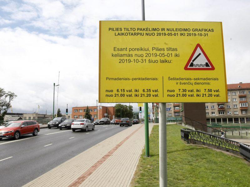 Kuriozinė situacija Klaipėdoje: šalia tilto – praėjusių metų grafikas