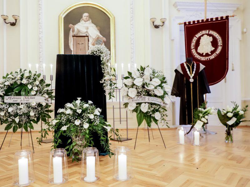 Vytauto Didžiojo universitete atsisveikinama su prof. B. Vaškeliu