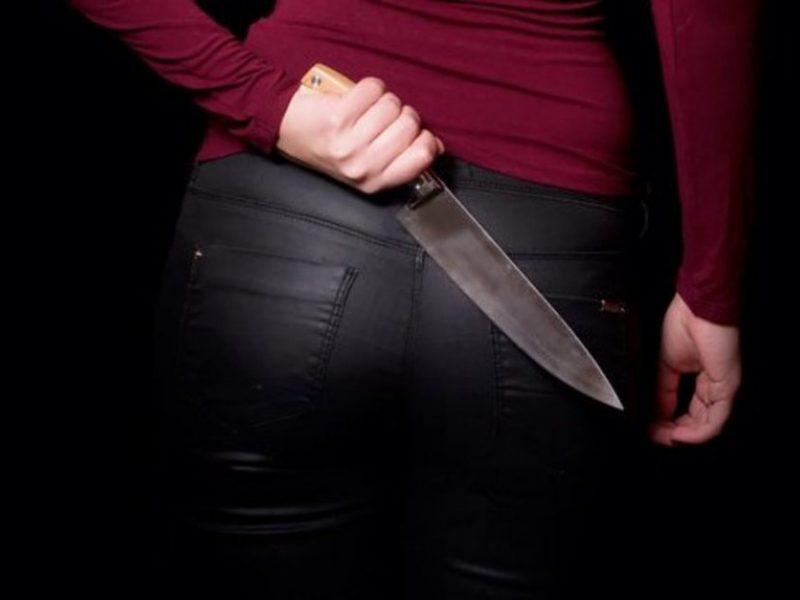 Ventoje moteris peiliu sužalojo vyrą: šis – ligoninėje
