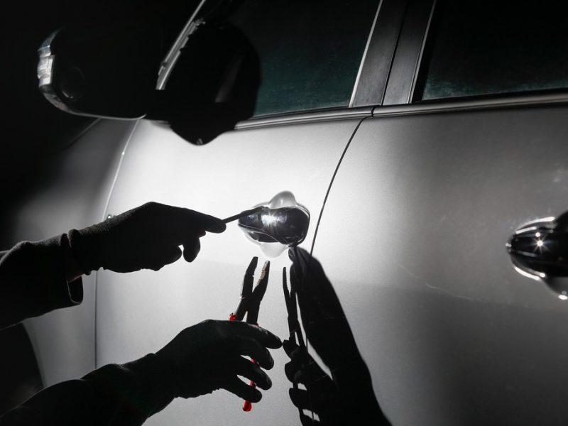 Kompensacijos norėjęs vyras apvogė svetimą automobilį