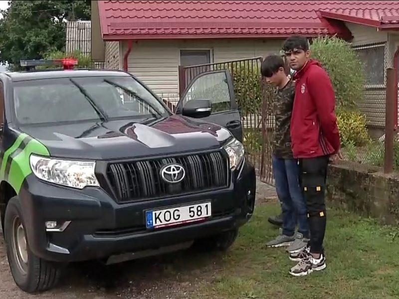 Migrantai pastebėti vaikštantys po Rūdninkų miestelį: gyventojai niršta – gyvenimas virto pragaru