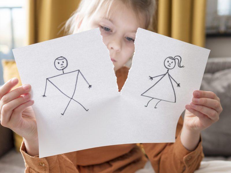 Skiriatės: kaip neprarasti ryšio su vaiku?