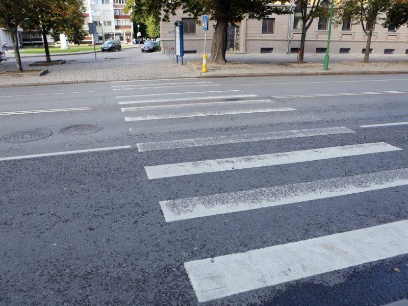 Skaudi nelaimė Klaipėdoje: autobusas perėjoje partrenkė moterį