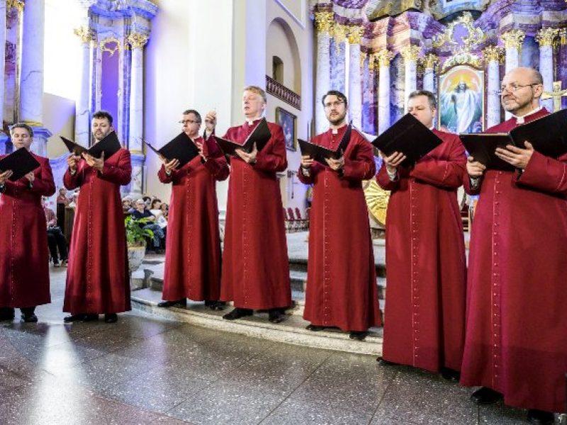 """""""Salve Musica"""": grigališkasis choralas ir improvizacijos mušamiesiems"""