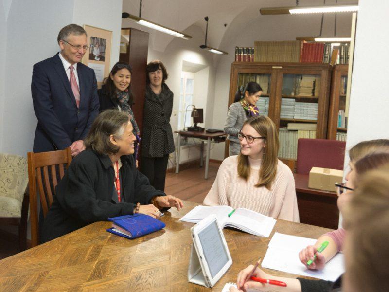 Tailando princesė VU bibliotekoje aptiko savo sudarytą knygą