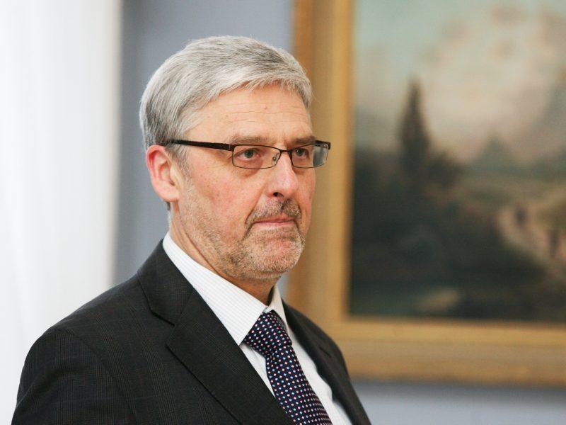 Diplomatinę tarnybą baigusiam A. Taurantui siūloma skirti signataro rentą