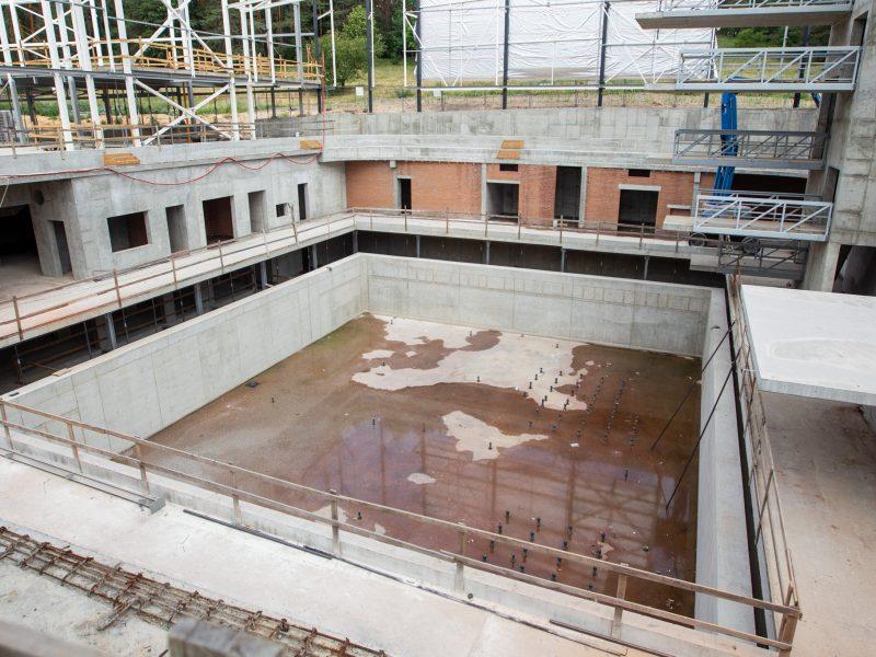 Ieškoma, kas užbaigs Lazdynų baseino statybas
