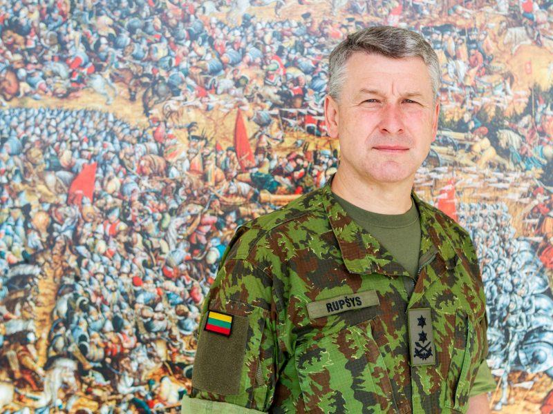 Prezidentas paskyrė V. Rupšį kariuomenės vadu