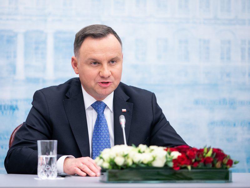 Aktyvistės į Lietuvą atvyksiantį Lenkijos prezidentą pasitiks protestais