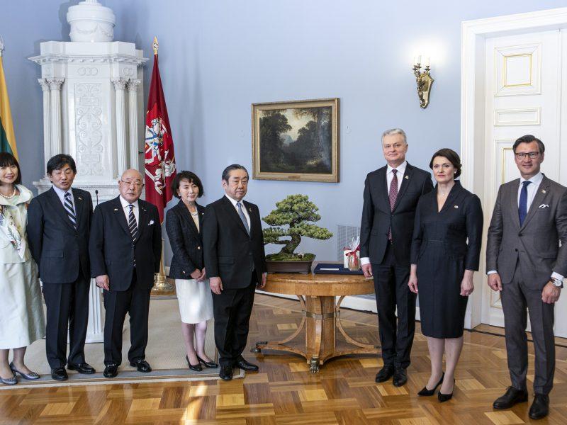 G. Nausėda susitiko su Japonijos delegacija
